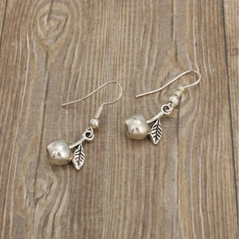 Wisienka - kolczyki wiszące kolor srebrny