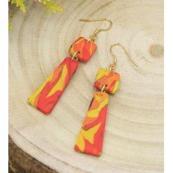 Kolorowe kolczyki wiszące w jesiennych barwach